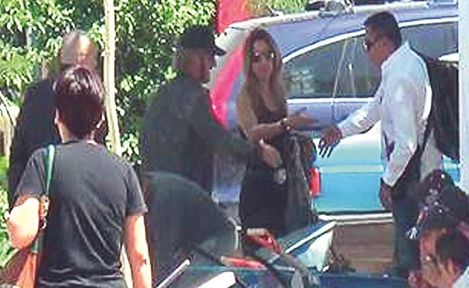 Los actores Kate del Castillo y Sean Penn se trasladan hacia el Hotel Villa Ganz, donde dejan su equipaje y viajan en dos vehículos hacia el Paraíso del Sol en Tepic, Nayarit. (Foto: www.eluniversal.com.mx)