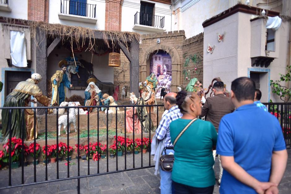 Fieles católicos visitaron el Nacimiento de la iglesia La Merced. (Foto: Jesús Alfonso/Soy502)