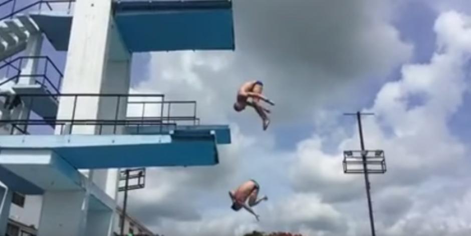 Los trozos de la plataforma cayeron antes y no provocaron lesiones al atleta. (Foto: Captura de YouTube)