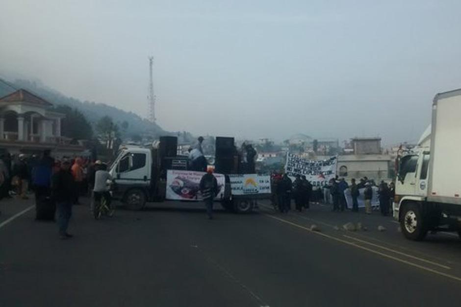En Nahualá, Sololá, el paso fue bloqueado. (Foto: Radio Stereo 100)