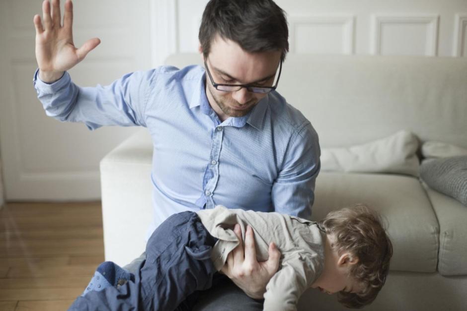 La iniciativa castigaría a todos los padres que usen la violencia para corregir a sus hijos. (Foto: andina.com.pe)