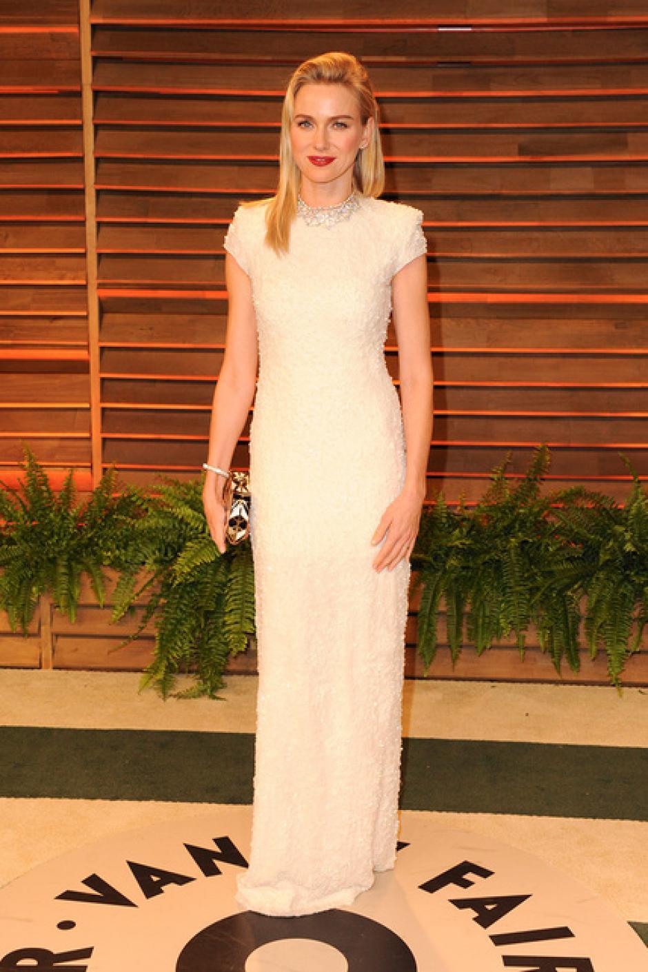 Naomi Watts lució impecable con este sencillo pero elegante vestido blanco. (Foto: SModa)