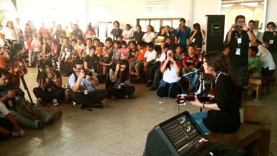 Sus acordes deleitaron a los chicos, maestros, medios de comunicación e invitados especiales para apoyar a la Fundación Camino Seguro. (Foto: Noches VIP Guatemala)