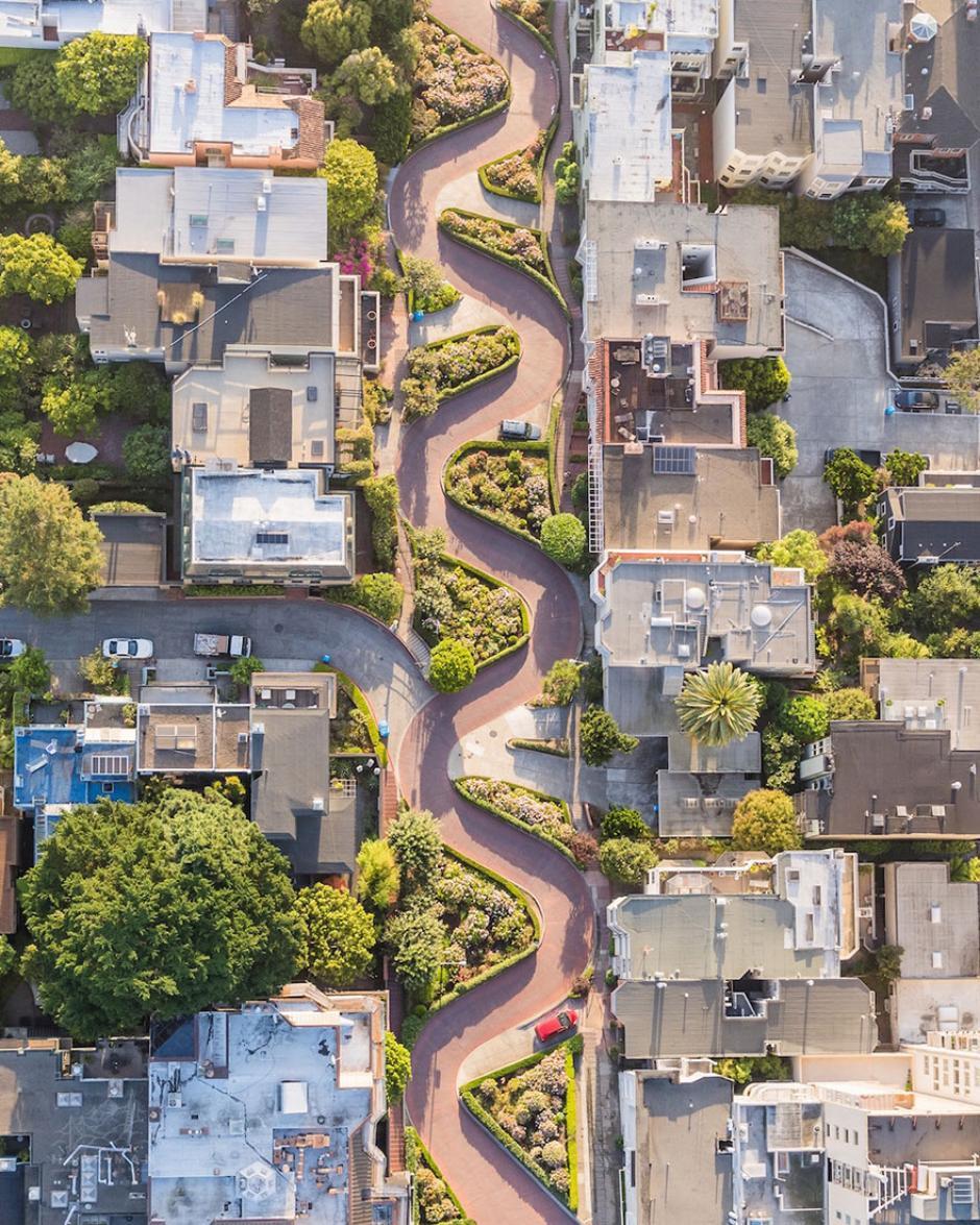 Una vista aérea de la famosa Lombard Street en San Francisco. (Foto: Toby Harriman/National Geographic)