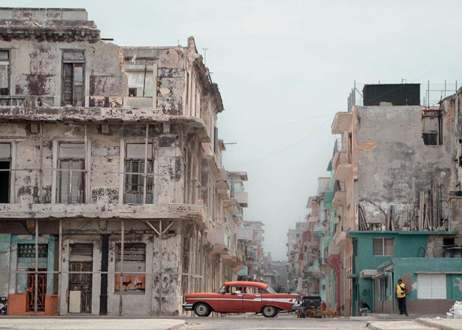 Una típica tarde en las calles de la Habana, Cuba. (Foto: Toni Wallachy/National Geographic)