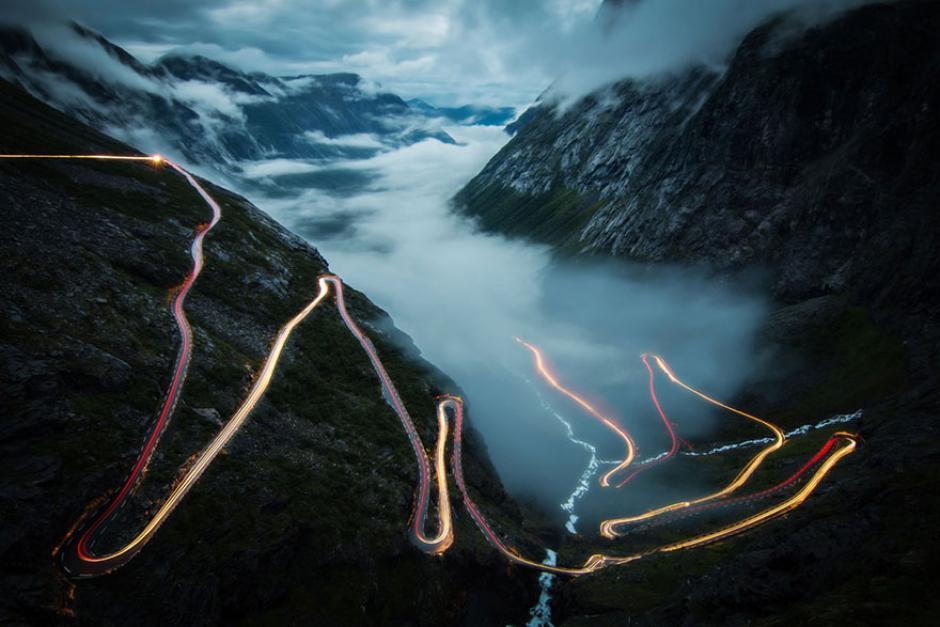 Esta es una carretera de montaña de Noruega conocida como Trollstigen. (Foto: Christoph Schaarschmidt/National Geographic)