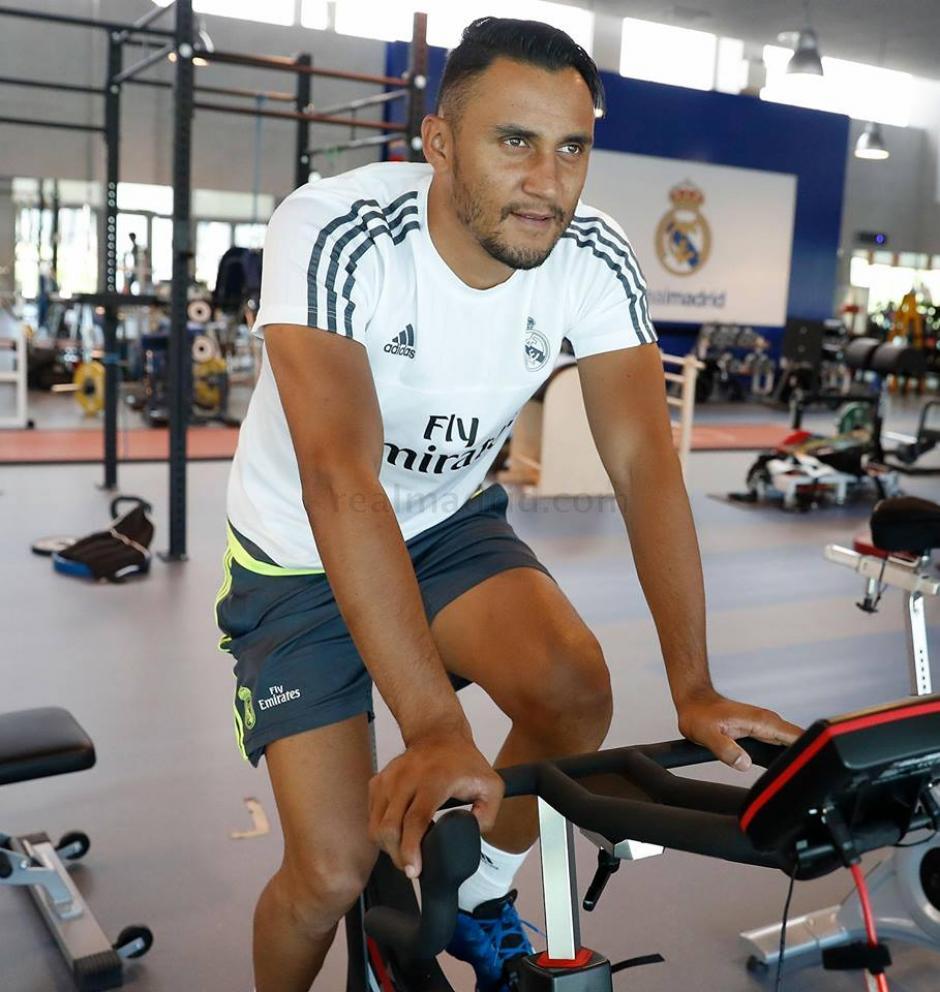 Keylor Navas ya se encuentra entrenando en Baldebebas. (Foto: Facebook/Real Madrid)