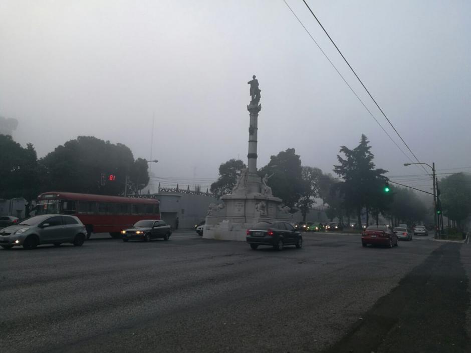 La neblina afecta el tráfico en la ciudad. (Foto: Wilder López/Soy502)