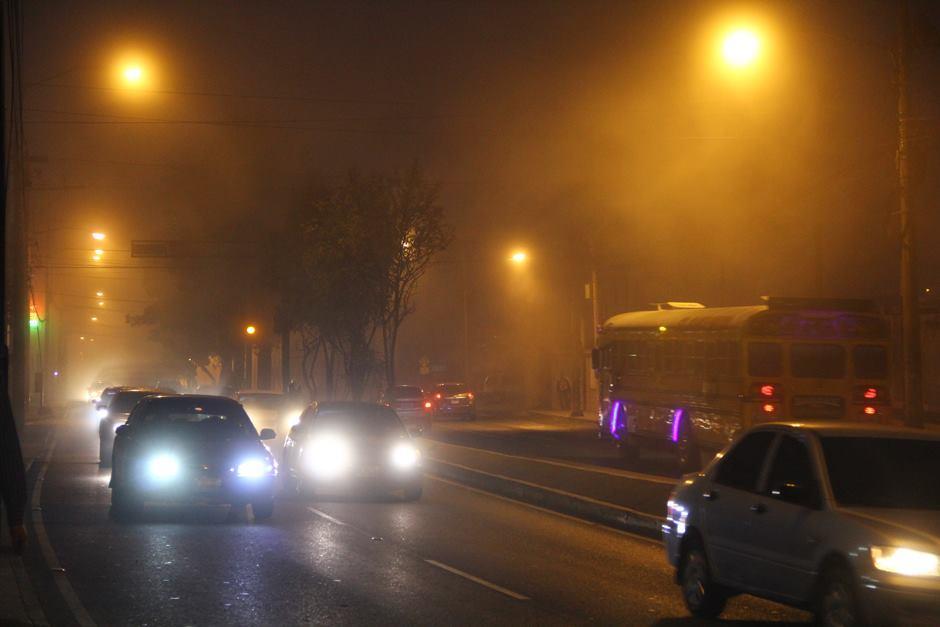 Cierran el Aeropuerto Internacional La Aurora por manto de neblina. (Foto: Alexis Batres/Soy502)