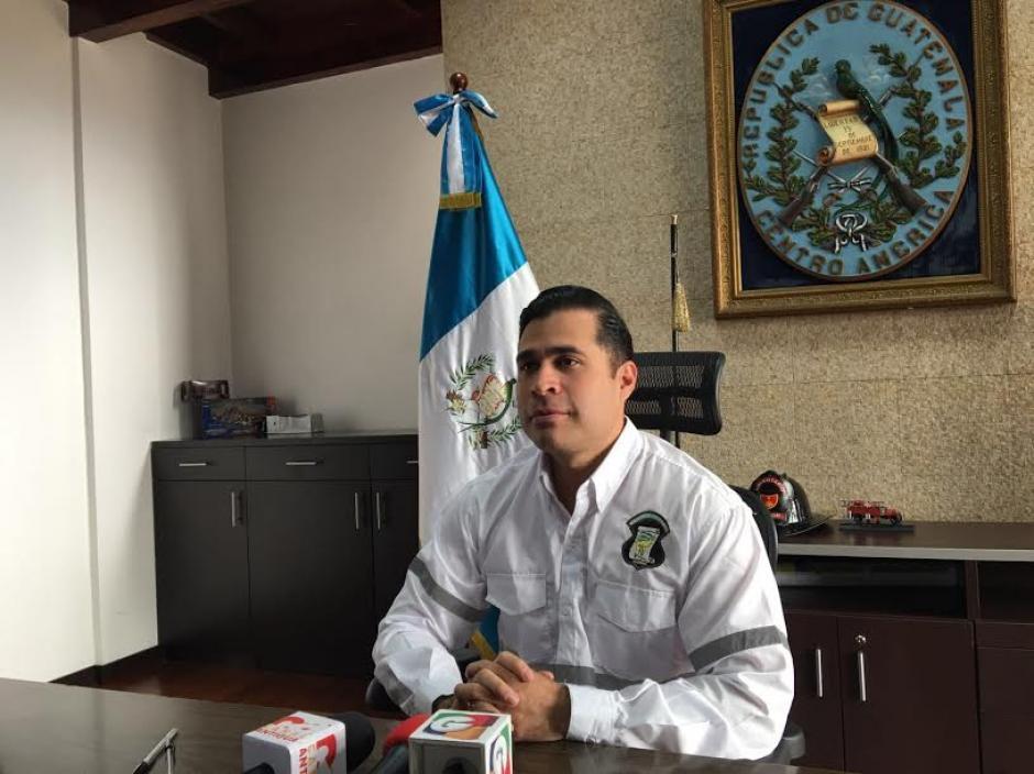 Alcalde de Mixco, Neto Bran, brinda detalles respecto al hallazgo frente a la Comuna de la localidad. (Foto: Municipalidad de Mixco)
