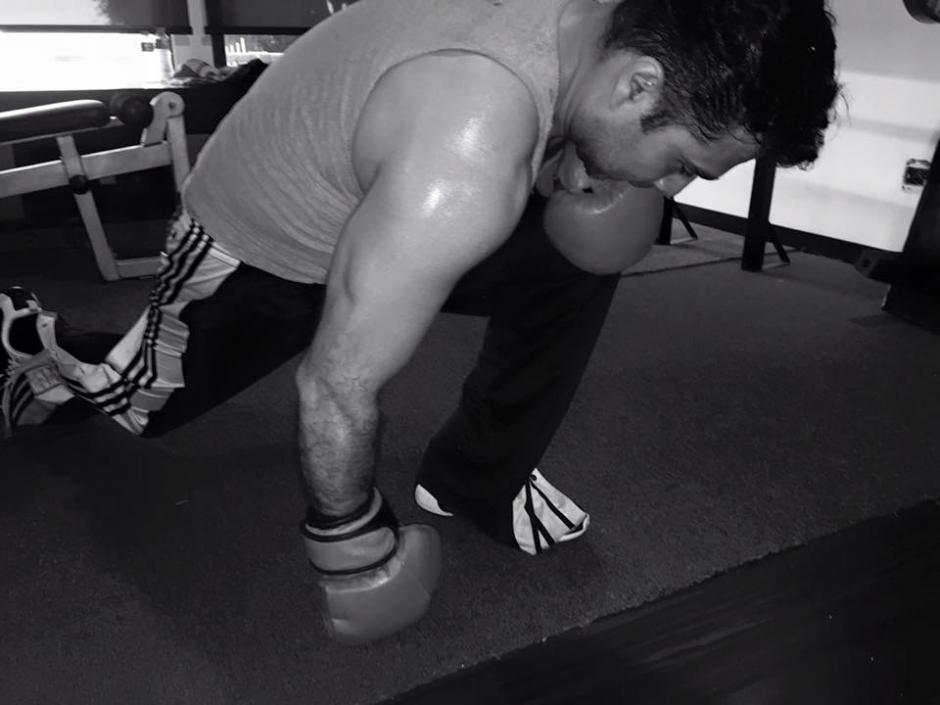 Neto Bran luce sus músculos en Facebook. (Foto: Facebook/Neto Bran)