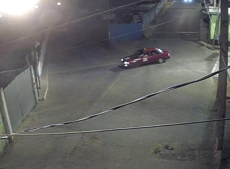 El taxi que aparentemente habría llevado los restos humanos regresó a los lugares en donde ya había dejado el cuerpo y la cabeza. (Foto: Municipalidad de Mixco)