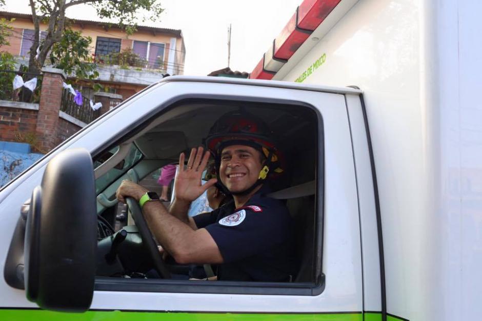 El jefe edil ha sido bombero Voluntario y Municipal en menos de un año. (Foto: Neto Bran/Facebook)