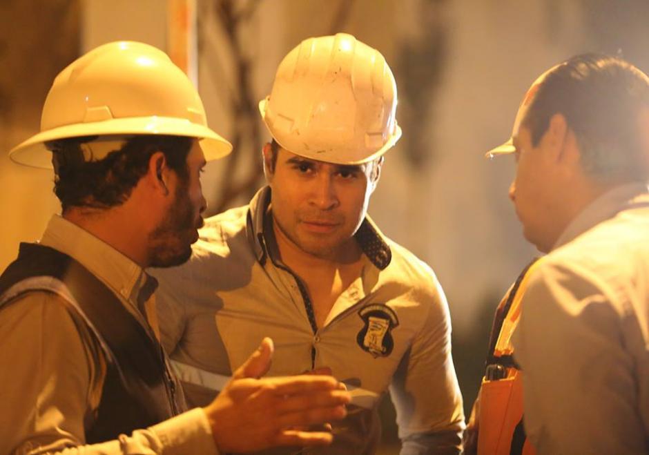 Para supervisar algunas obras, el jefe edil utiliza un casco diseñado para la construcción. (Foto: Neto Bran/Facebook)