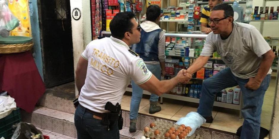 En julio, el alcalde mixqueño patrulló el mercado de la zona 1 de ese municipio, porque los vendedores estaban siendo extorsionados. (Foto: Neto Bran/Facebook)