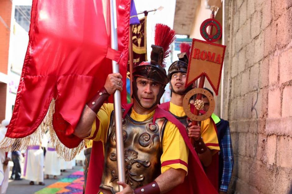 Durante la Semana Santa, Neto Bran se vistió de romano para acompañar una procesión. (Foto: Neto Bran/Facebook)