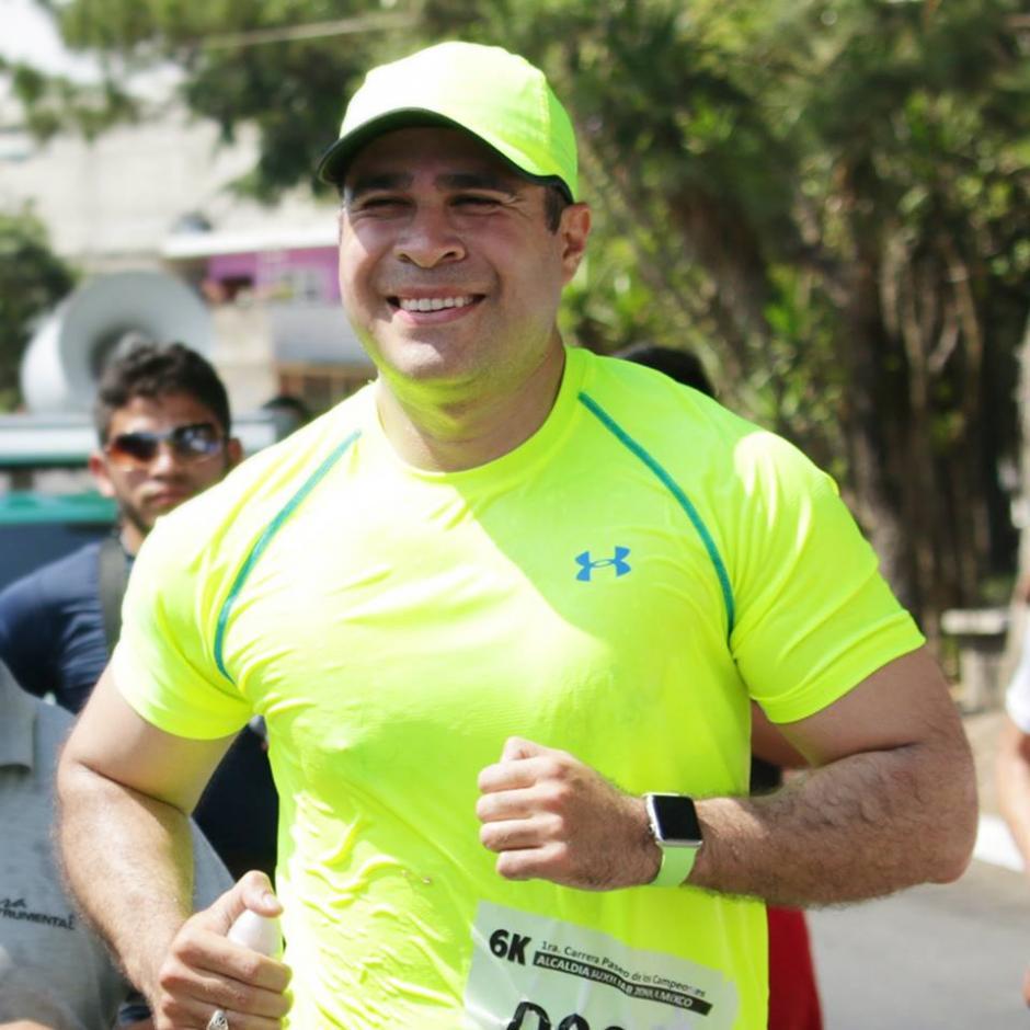 Correr es otro de los pasatiempos del alcalde. (Foto: Neto Bran/Facebook)