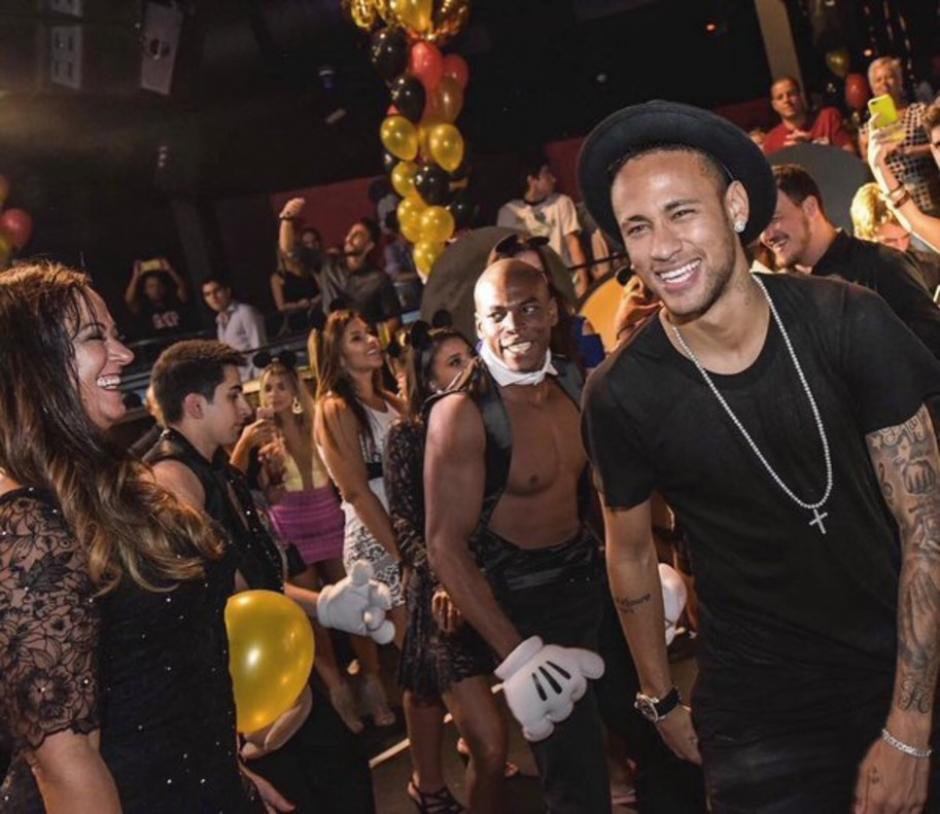 Neymar no descansa como debiera y eso le afectaría en su rendimiento. (Foto: Twitter)