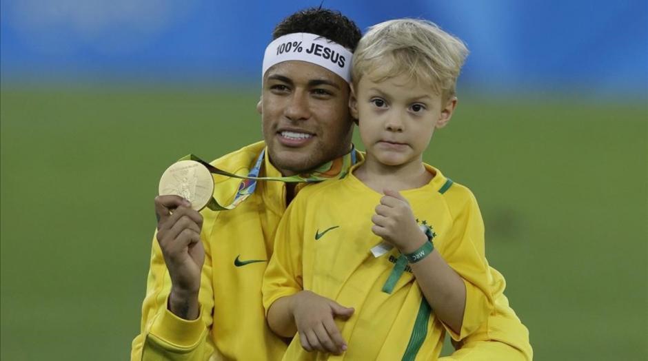 Lucca acompaña a Neymar en todas partes del mundo. (Foto: Twitter)