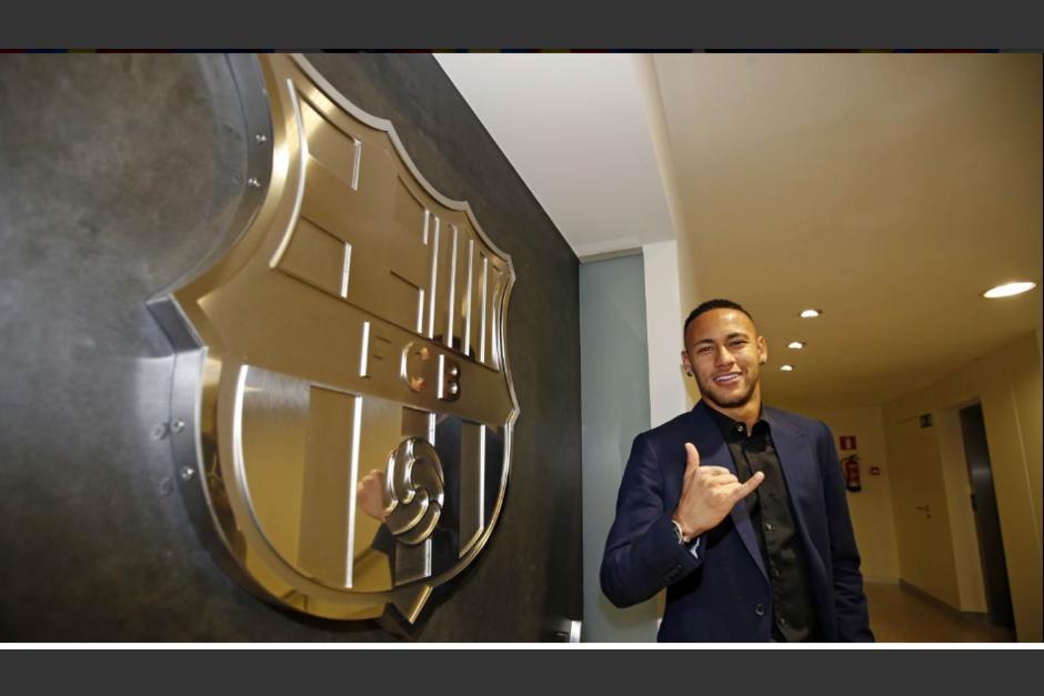 Neymar firmó este viernes un contrato que lo liga con el Barcelona hasta 2021. (Foto: Twitter/FC Barcelona)