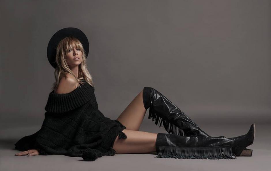 La modelo argentina Nicole Neumann sufrió un accidente durante un programa en vivo. (Foto: Facebook/Nicole Neumann)