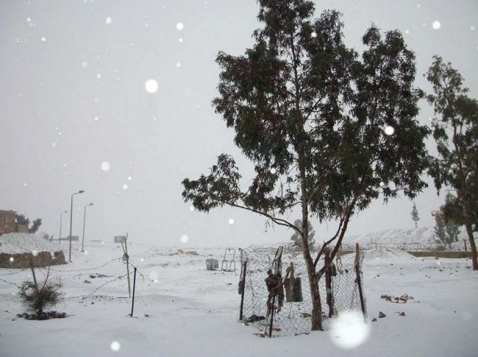 Nieva en el Cairo por primera vez en 122 años, esta es la península del Sinaí de Egipto, a unos 400 kilómetros al sudeste del Cairo en la foto del 13 de diciembre. (AFP)