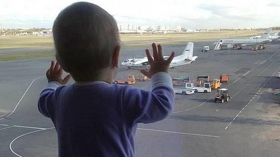 La niña de diez meses, la pasajera más joven del vuelo, falleció este sábado junto a sus padres. (Foto: ABC.com)