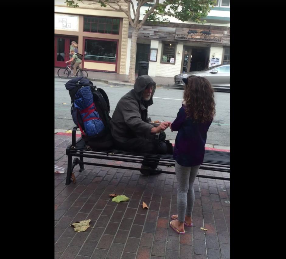 La nobleza de la niña ha conmovido a los usuarios de Facebook. (Imagen: captura de Facebook/Eddie Scott)