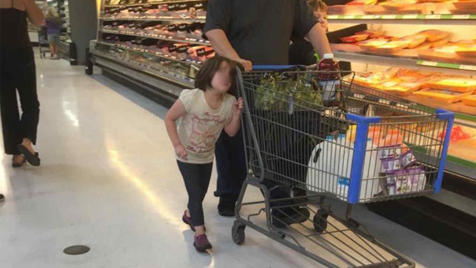La agresión a la niña se produjo en un Walmart de Cleveland, Texas (Foto: Facebook /Erika Burch)