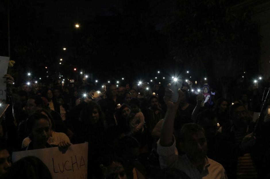 Así lucía la protesta en horas de la noche. (Foto: Alejandro Balan/Soy502)