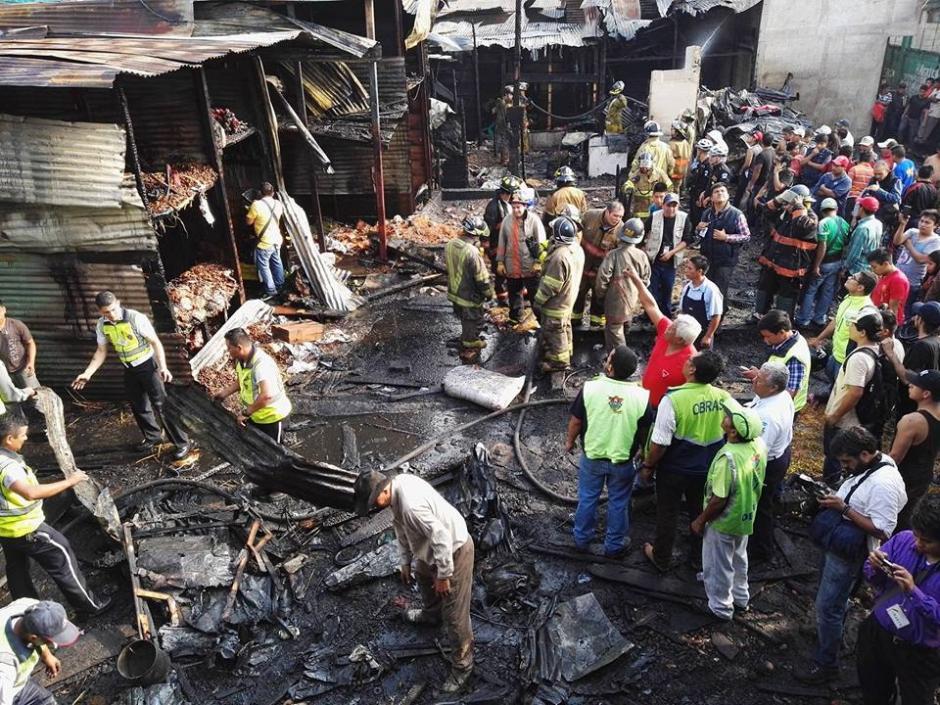 Así quedó la zona donde se inició el fuego en La Terminal el viernes. (Foto: Gustavo E. Méndez/Soy502)