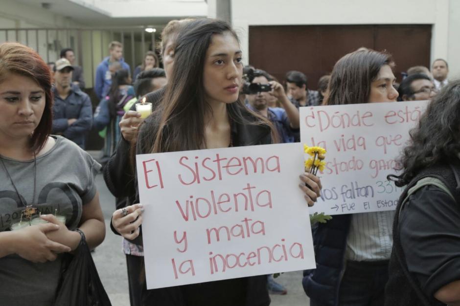 En su mayoría mujeres protestaron en el lugar. (Foto: Alejandro Balan/Soy502)