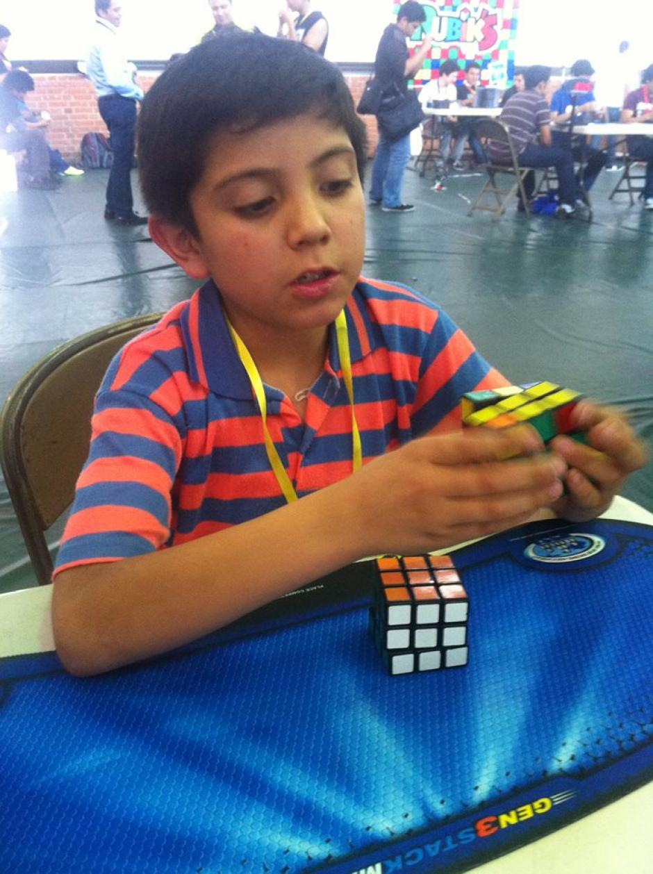 Marvin Saucedo, de 10 años, originario de Quetzaltenango, es el competidor nacional más joven. Su récord en cubo de 3x3 es de 22 segundos. (Foto: Tekandi Paniagua)