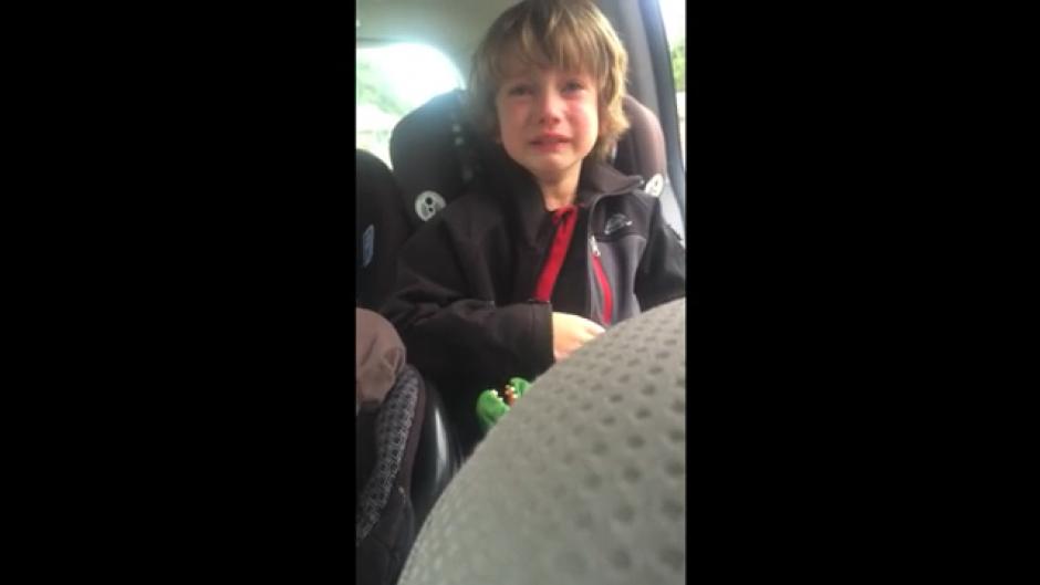 El menor de seis años llora por la destrucción del medio ambiente. (Foto: Tomado de Youtube)