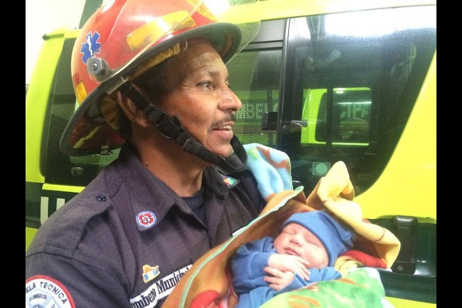 El abandono de niños podría ser sancionado hasta con 20 años de prisión. Muchos casos han sido atendidos por los bomberos. (Foto: Archivo/Soy502)