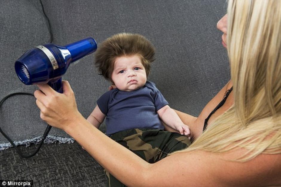 Junior tiene apenas dos semanas pero ya es toda una celebridad en las redes sociales. (Foto: Daily Mail)
