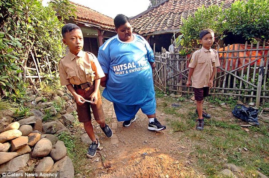 El pequeño hace cinco comidas al día. (Foto: Daily Mail)