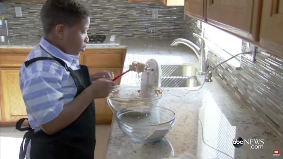 Jalen Bailey inició su negocio de panadería para comprar una casa para su mamá. (Foto: Captura YouTube)