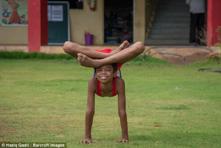 El niño tiene la capacidad de mover cada parte de su cuerpo sin dificultad. (Foto: barcroft)