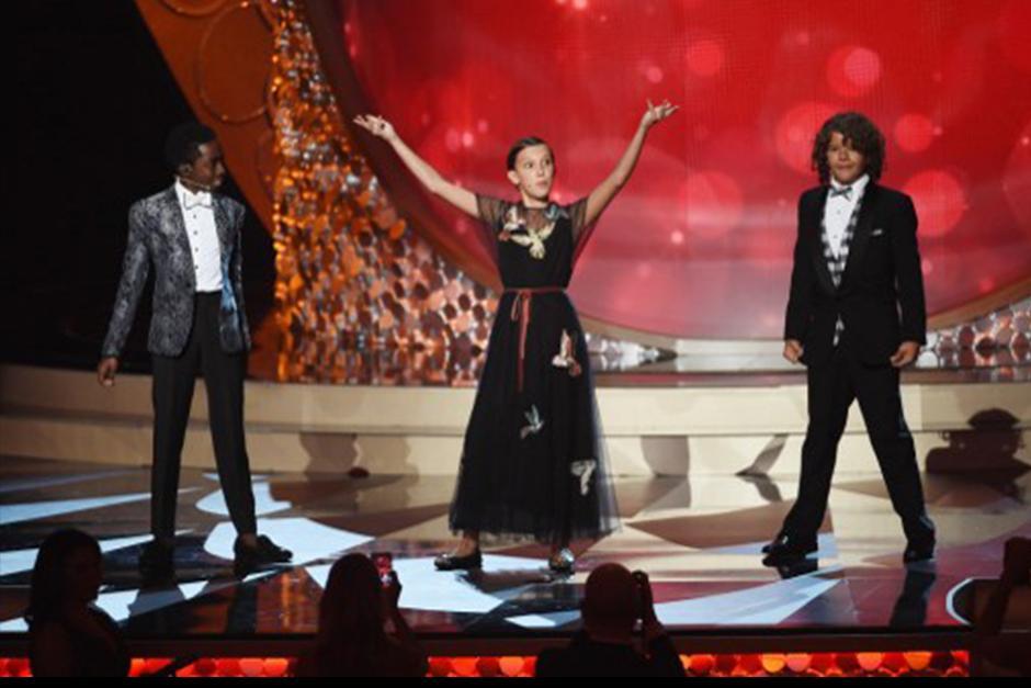 Los actores demostraron sus dotes de baile en los premios Emmy 2016. (Foto: AFP)
