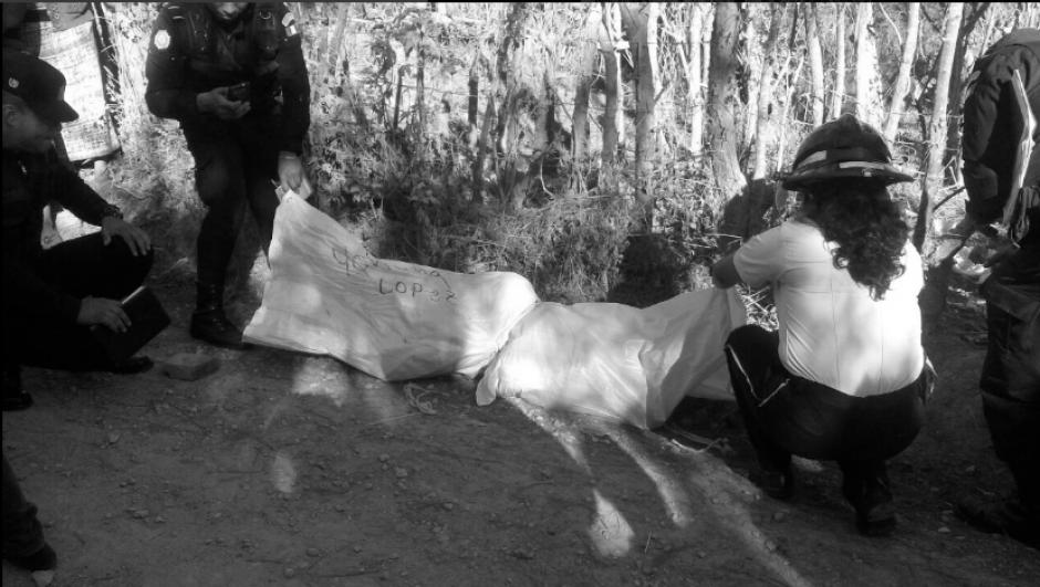 Dos niños fueron localizados fallecidos entre costales. (Foto: Bomberos Voluntarios)