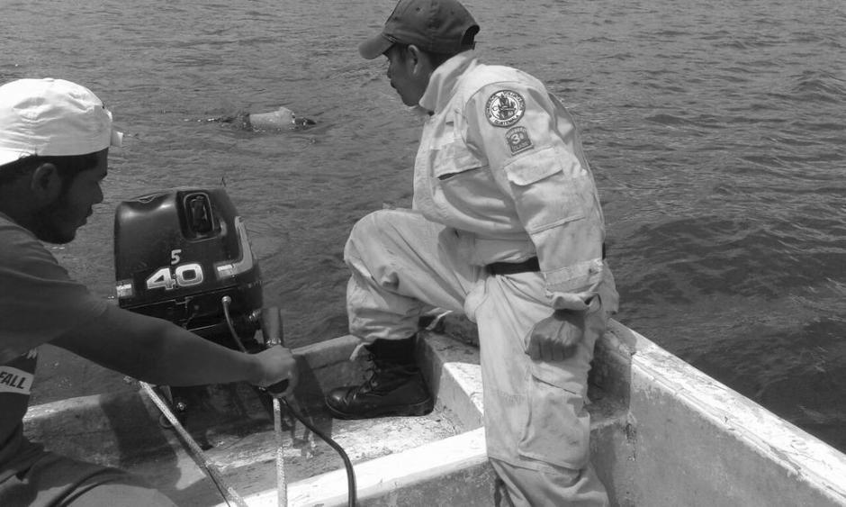 Los cuerpos de socorro localizaron un cadáver en el lago de Amatitlán. (Foto: @BVoluntariosGT)