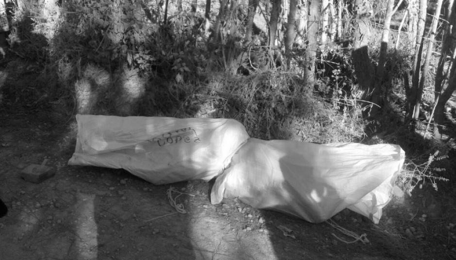Los Bomberos Voluntarios localizaron los cadáveres con señales de violencia.  (Foto: Bomberos Voluntarios)