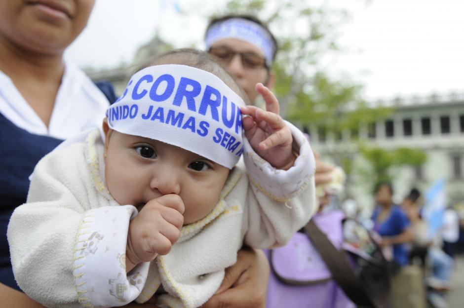 Muchos bebés acompañaron a sus padres a La Plaza. (Foto: Archivo/Soy502)