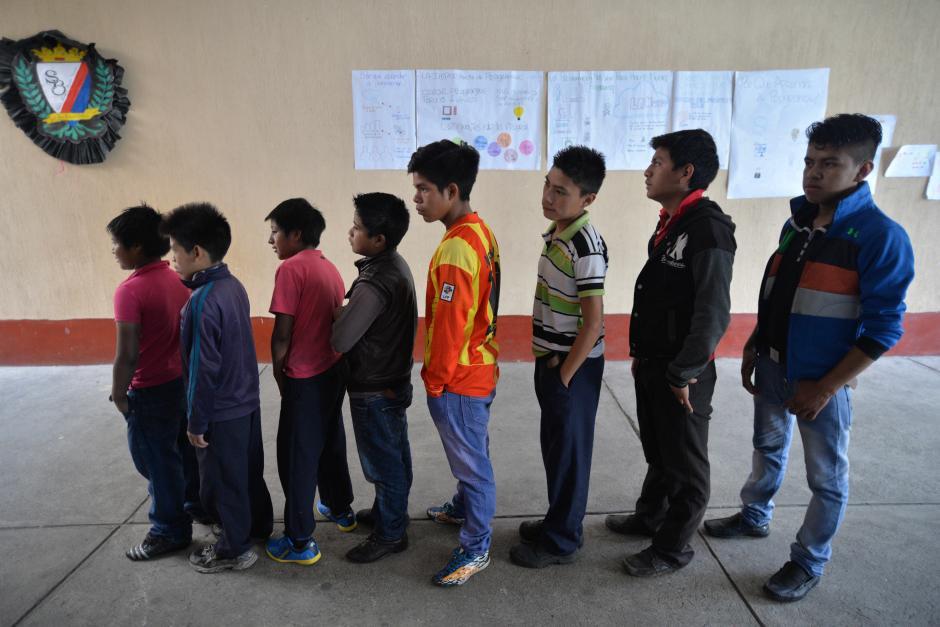 El programa ofrece la oportunidad de terminar la primaria en un periodo de dos años. (Foto: Wilder López/Soy502)