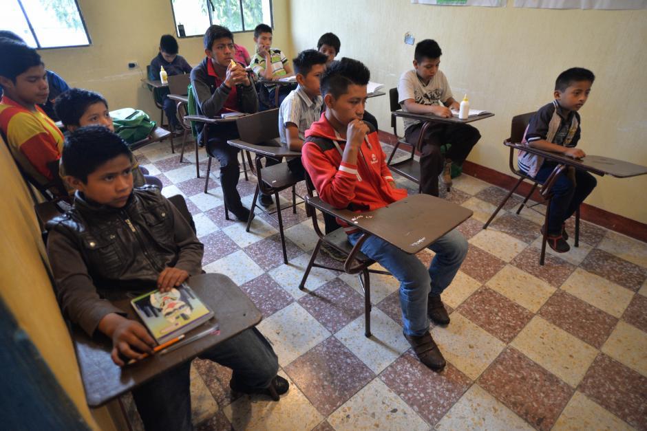 Los niños estudian todos los sábados. (Foto: Wilder López/Soy502)