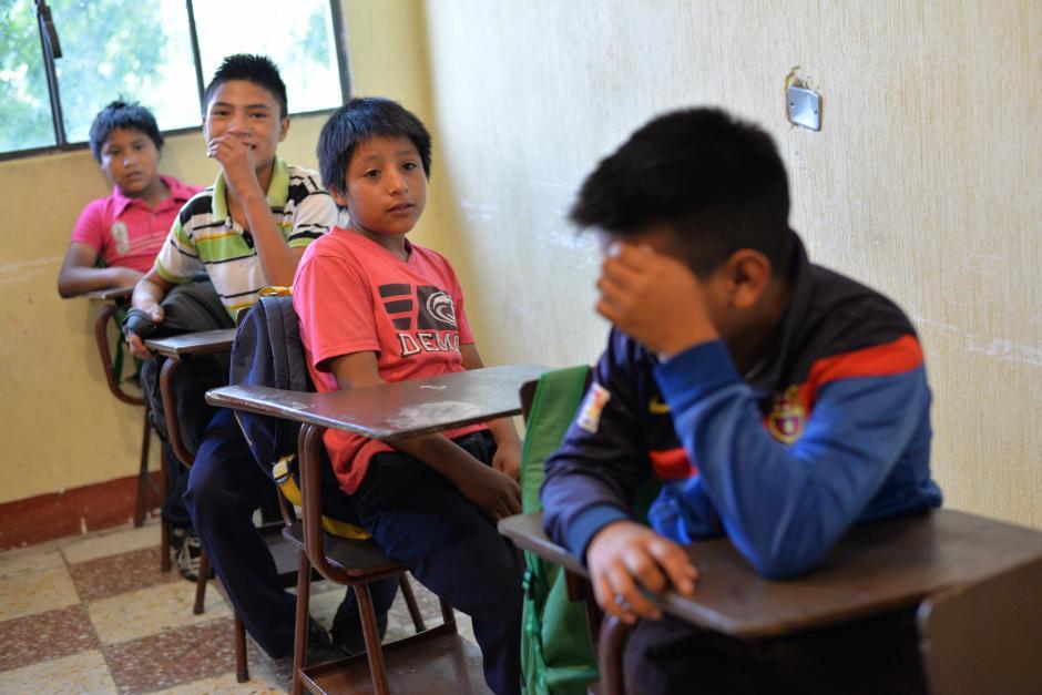 Reciben cuatro clases: matematica, lengua, sociales y artes. (Foto: Wilder López/Soy502)