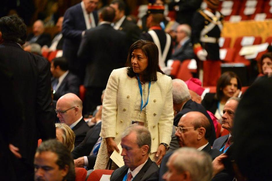 La congresista en Estados Unidos de origen guatemalteco, Norma Torres asiste al cambio de mando de autoridades. (Foto: Wilder López/Soy502)