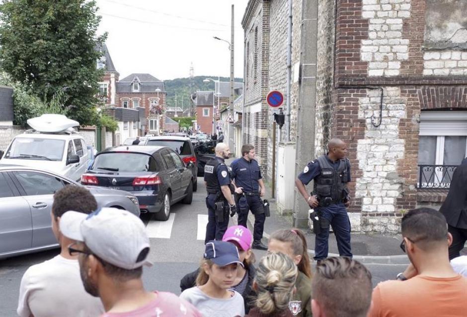 Un sacerdote murió degollado en el interior de la iglesia Saint Etienne du Rouvray. (Foto: Efe)