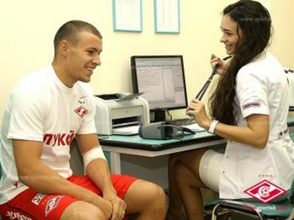 Viktoriya Gameeva, doctora del Spartk en plena labor en las pruebas del su equipo.
